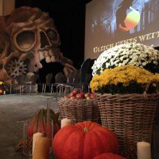 Schaurige Halloween-Show im Theater Arth(Bild:Schwyzer Horngruppe)